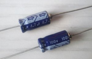 Elko-axial 4,7uF/100V